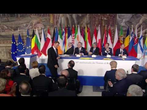 Președintele României, Klaus Iohannis, semnează Declarația de la Roma