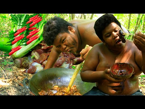 Primitive Technology - Eating Delicious - Big man Cooking chicken Intestines