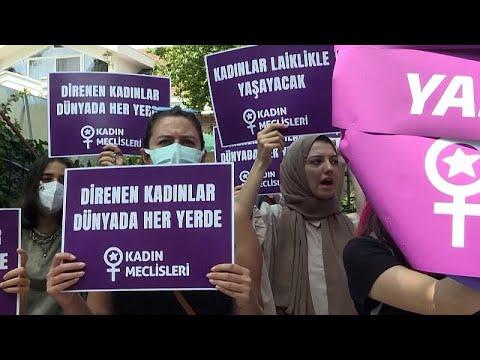 شاهد: مسيرة نسوية في إسطنبول دعما لحقوق المرأة الأفغانية…
