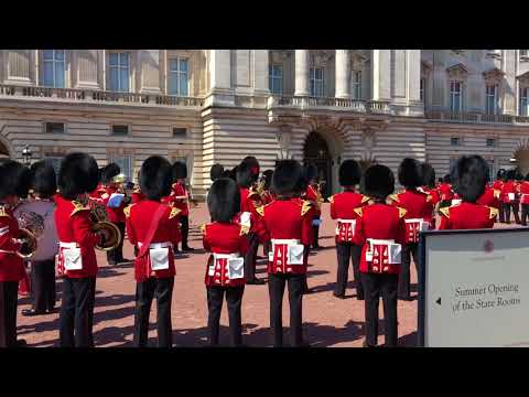 Michael Jackson's Thriller played by Buckingham Palace Guards - 24/07/2018