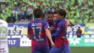 PA中央手前でパスを受けたディエゴ オリヴェイラ(FC東京)が体をひねり...