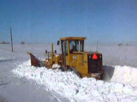 Moving Snow, John Deere 672CH Motor Grader
