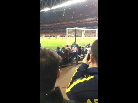 Mesut Özil penalty miss vs Bayern (Crowd reaction)