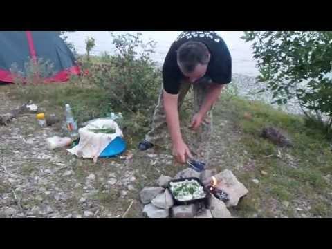 Волга. Где то под Марксом. Отдых, палатка, и судак на костре.