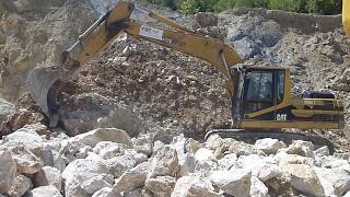 Trying to move big rock whit Cat 320c