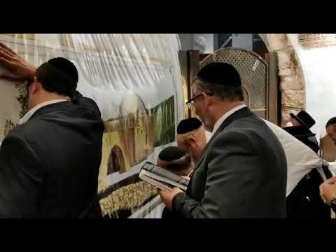 השר לשירותי דת יצחק וקנין בסיור היערכות בקבר רחל