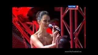 Наталия Кличко поет перед боем Кличко - Чарр!