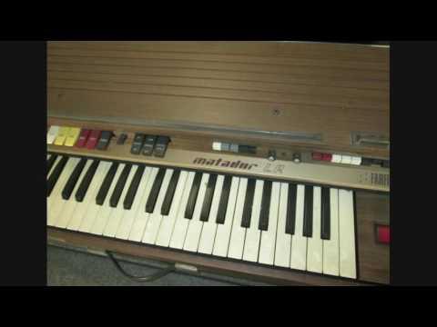 "Farfisa Matador LR electronic organ (1972) demo song ""Kids are away"""