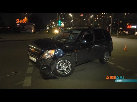 На перехресті вулиць Петра Григоренка і Анни Ахматової водійка Nissan не пропустила Chery Tiggo