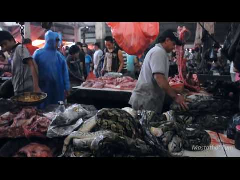 Creepy! Buy and Sell Python Snake Meat in One of Traditional Markets