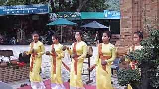 Вьетнам - Нячанг -  Храм Чамов - Национальные танцы(Видео с посещения храма Чангов, древней народности Вьетнама., 2015-08-25T15:59:11.000Z)