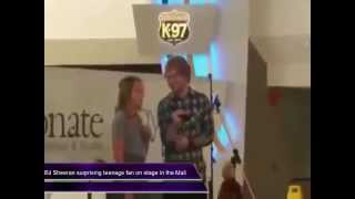 Video Ed Sheeran surprising teenage  in the Mall download MP3, 3GP, MP4, WEBM, AVI, FLV Januari 2018