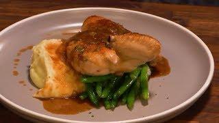 Курица с фасолью,  пюре и луковым соусом- рецепт от Гордона Рамзи
