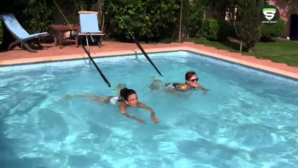 Nager sur place contre r sistance avec un lastique for Piscine pour nager