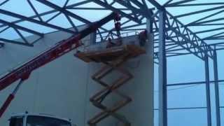 Монтаж панелей Сэндвич на металлокаркасе(При строительстве быстровозводимых зданий из металлоконструкций для утепления стен и потолка применяют..., 2015-05-20T06:38:24.000Z)