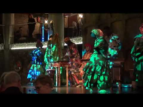 Зажигательные африканские танцы под барабаны