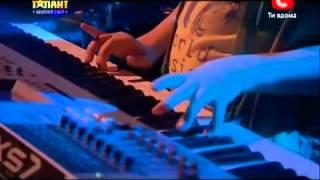 Україна має талант 5  DJ Yura Blade Юрий Астахов  Гала концерт01 06 13