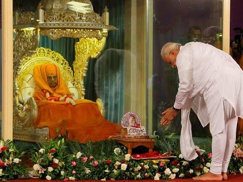 Prime Minister Narendra Modi pays Tribute to HH  Pramukh Swami Maharaj