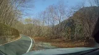 4月3日振替休日で久しぶりに渓流釣りに行く途中、上から落石が見えて...