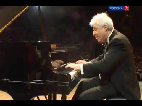 Pascal Devoyon plays Saint-Saëns Piano Concerto no. 4 - video 2010