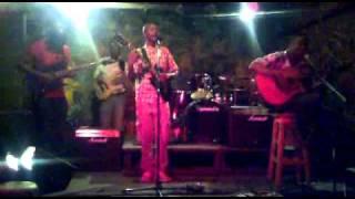 the muffinz live- Soundcheck- bohemian_00.AVI