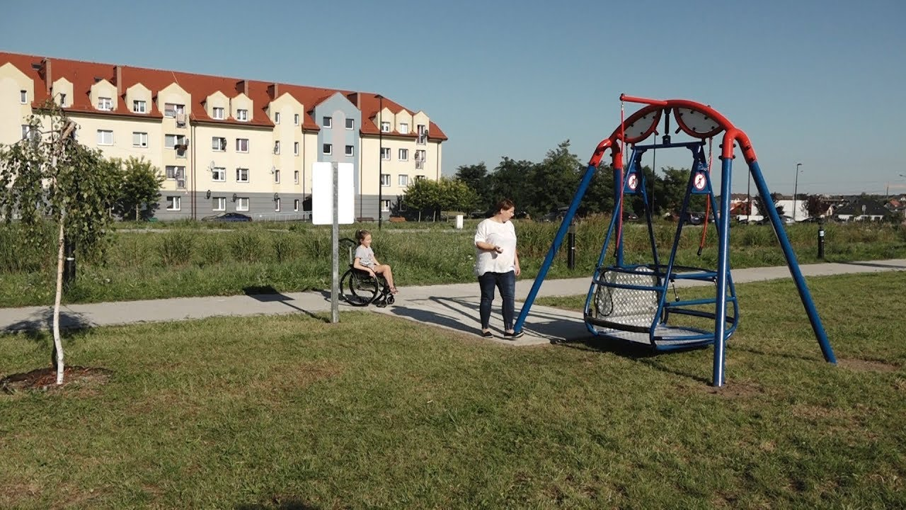 Poważne GŁOGÓW. Pierwsza huśtawka dla niepełnosprawnych w Głogowie - YouTube MC38