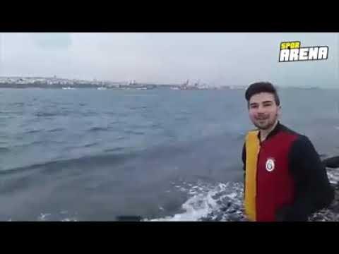 """""""Fatih Terim Galatasaray'a gelirse Boğaz'a atlarım"""" diyen taraftar sözünü tuttu ve Sarayburnu'ndan d"""