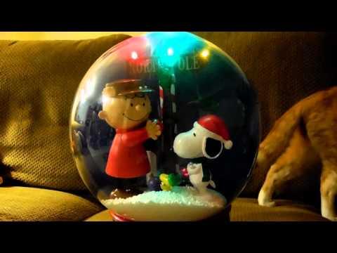 Peanuts Charlie Brown Snoopy Musical Christmas Snow Globe