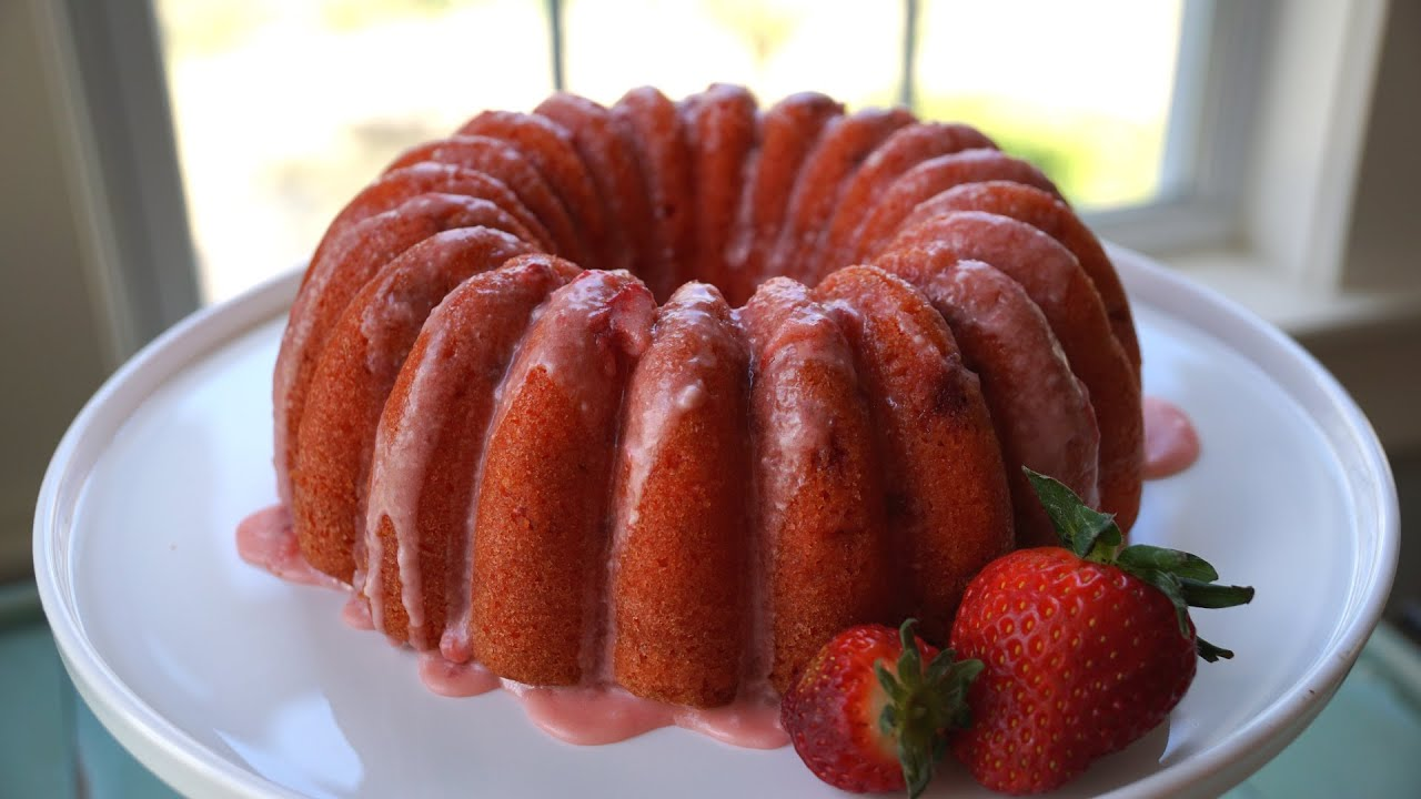 Bundt Cake With Strawberry Glaze
