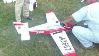 K氏のビーグルB121です。 エンジンはOS-52 この飛びで機体価格は2...