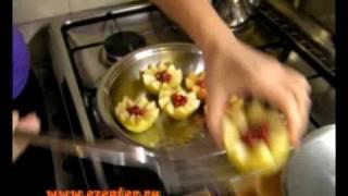 Запеченные яблоки с клюквой - видео рецепт