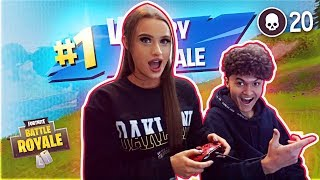 JARVIS TEACHING MY LITTLE SISTER HOW TO PLAY FORTNITE! *FIRST DATE*