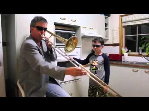 vater spielt trompete sohn den ofen youtube. Black Bedroom Furniture Sets. Home Design Ideas
