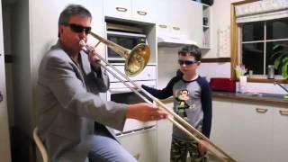 Vater spielt Trompete, Sohn den Ofen