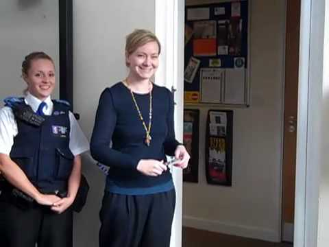 New police office opens in Wootton and Dry Sandford Community Centre