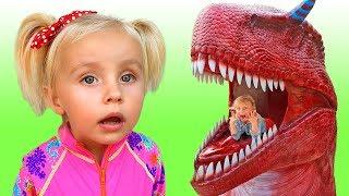 Little girl found Dinosaur egg in Amusement dinosaur Park