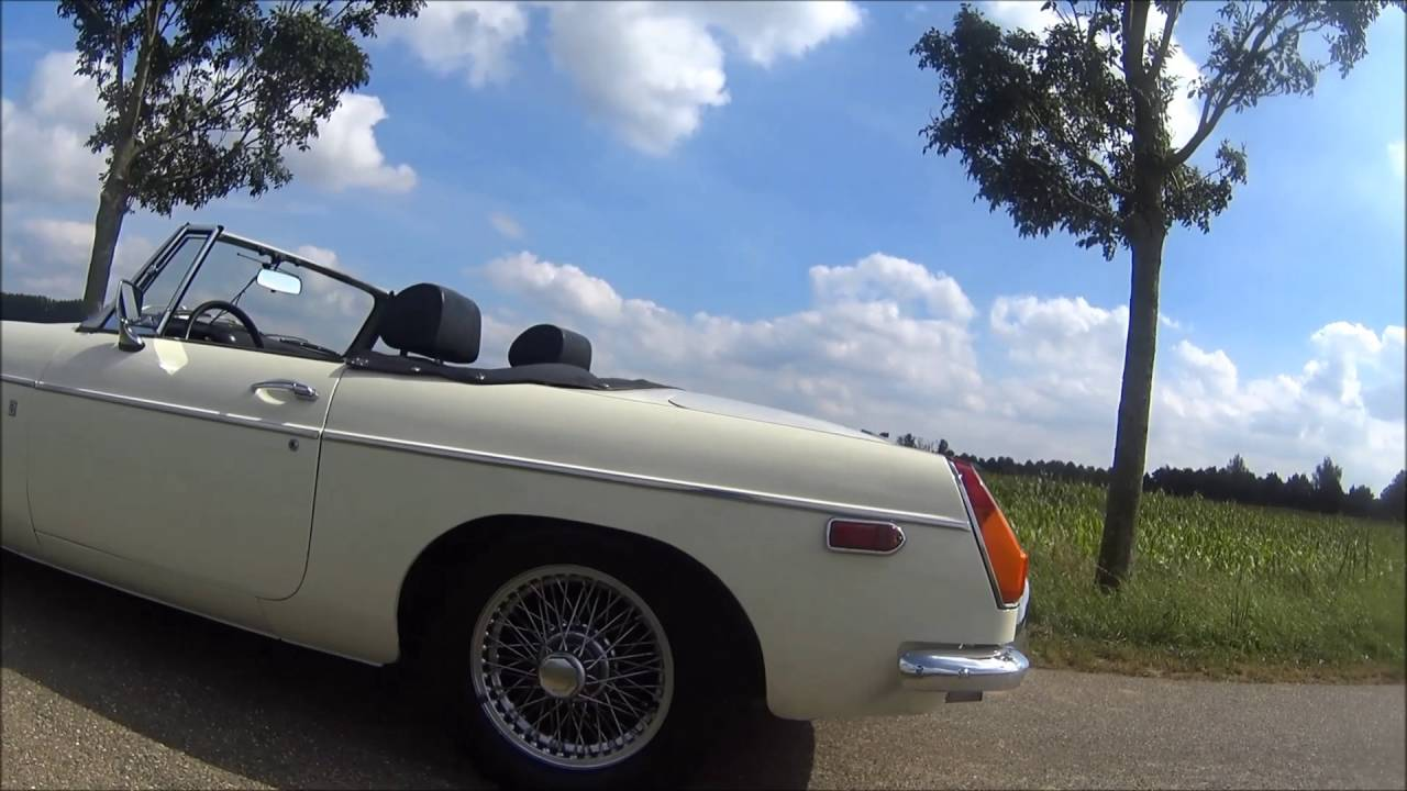 FOR SALE - MGB 1970 - Old English White - YouTube