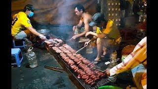 Xe bánh mì nướng thịt thâu đêm suốt sáng, bán hơn 1.000 ổ mỗi đêm