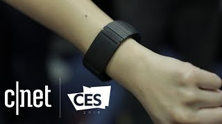 Innomdle Lab's Sgnl smart strap lets you take calls with your fingers