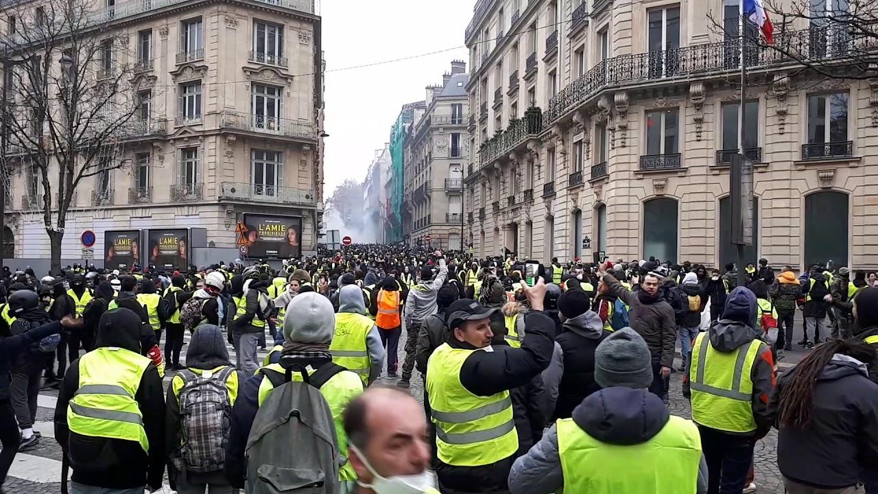 Arrivé Des Black Blocs Manifestation De Paris Gilet Jaune