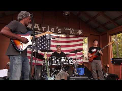 Clarence Spady Band 9-4-16 Arlo's Tavern Part 2