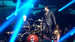 Queen + Adam Lambert In Las Vegas ( Under Pressure )
