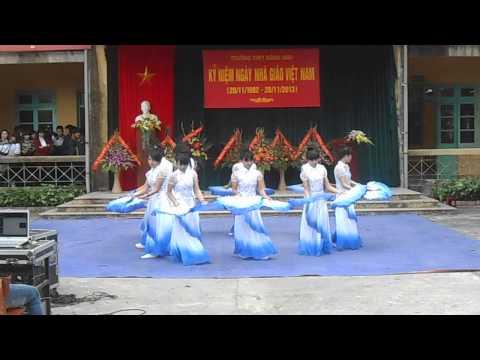 múa quạt việt nam - A1K14 - THPT Đông Anh