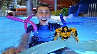 Видео про игры в аквапарке с игрушками: Робот Трансформер Бамблби учится плавать! Игрушки в бассейне