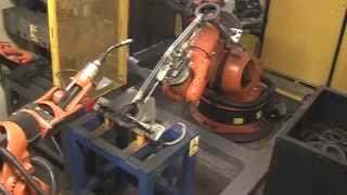 Robotised steel rings cutting and welding