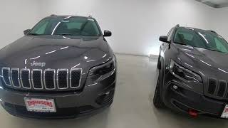 2019 Jeep Cherokee Trailhawk vs Latitude Plus