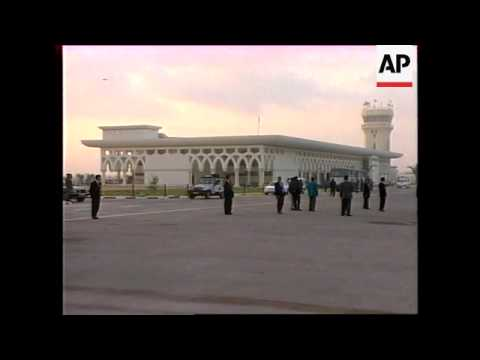 GAZA: ARAFAT LEAVES VIA NEW AIRPORT