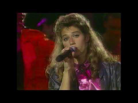 "Amy Grant - ""Find A Way"" & ""Everywhere I Go"" (1986) - MDA Telethon"