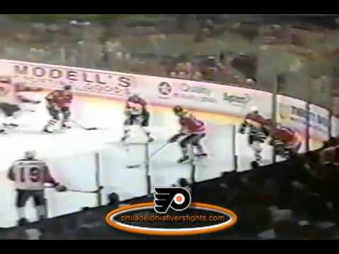 Nov 3, 1990 SCRUM Chicago Blackhawks vs Philadelphia Flyers