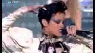 Rihanna Performs Disturbia On Star Academy